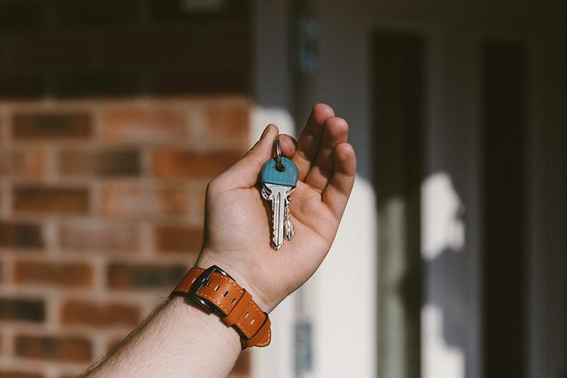 holding-car-keys-boca-raton-fl